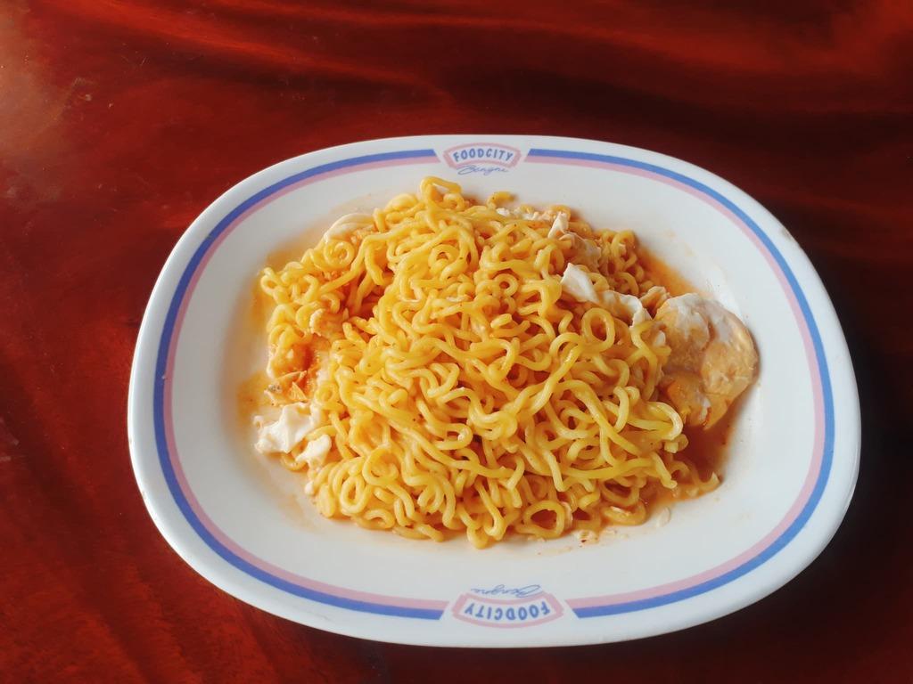 นิสชิน พรีเมี่ยม รสไก่เผ็ดไข่เค็ม(แบบแห้ง)  รีวิว